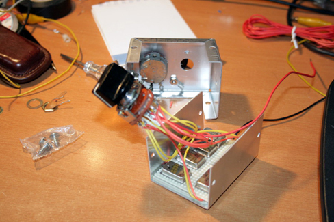 Sinyal jeneratörü kutu açık