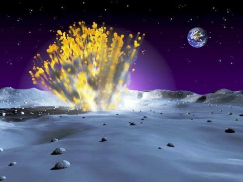 Resim-4. Ay yüzeyine çarpan bir göktaşı yoğun bir toz bulutunu yükseklere taşır. Bilim insanları atmosferindeki tozun kaynağı olarak bu çarpışmaları ileri sürmektedir. İşte AÇATOK çalışmaları sırasında meydana gelecek böyle bir olay iddiayı kanıtlayacaktır.