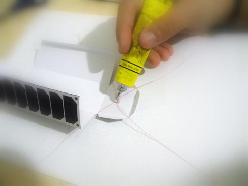 Resim-10. Taşıyıcı ipin kapak iç kısmına yapıştırılarak sabitlenmesi.