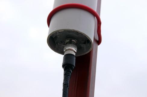 Resim- EggBeater anten PVC'sinin içine yerleştirilmiş ve Fantom beslemeli Pre_amp.