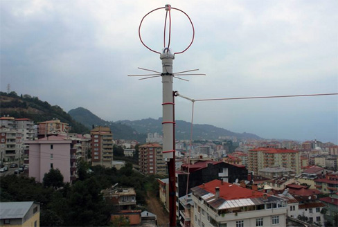Resim-Çatıda bulunan ve denemelerde kullandığım EggBeater isimli turnstile anten.